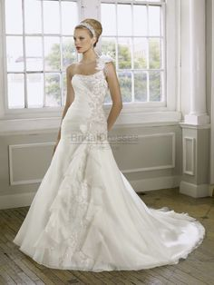 Mermaid One Shoulder wedding dress, perfect!