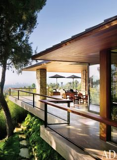 Contemporary Outdoor Space by Stephen Shadley in Beverly Hills, California