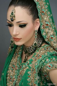 Indian Bridal wear with makeup & heavy Jewelry forms a very important part of the overall attire of an Indian bride / Bikeglam Indian Bridal Fashion, Indian Bridal Makeup, Asian Bridal, Bridal Beauty, Bridal Makeup Looks, Bridal Looks, Wedding Makeup, Bride Makeup, Wedding Bride