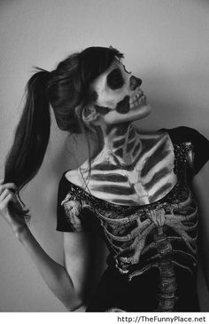 Skeleton Halloween T shirt costume and face makeup. - Dark Shirt - Ideas of Dark Shirt - Skeleton Halloween T shirt costume and face makeup. Halloween Skull, Halloween Cosplay, Fall Halloween, Halloween Makeup, Happy Halloween, Pretty Halloween, Halloween Fashion, Halloween Shirt, Halloween Party