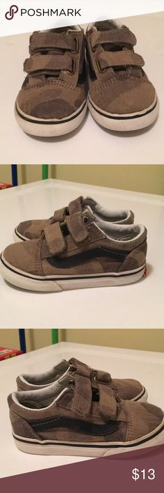 Toddler Boys Vans Green Camo Sneakers Size 7 Toddler Boys green Camo Vans Velcro Sneakers  Size 7 Smoke Free Home Vans Shoes Sneakers