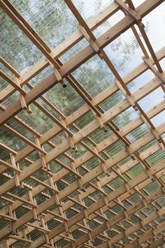 Sticks Queens, New York, NY, United States Hou de Sousa's proposal Sticks was chosen as the winning design for the 2016 Folly Competition held by the Architectural League of New York and Socrates Scul. Timber Architecture, Architecture Details, Tectonic Architecture, Gazebos, Timber Structure, Roof Trusses, Wood Construction, Ceiling Design, York