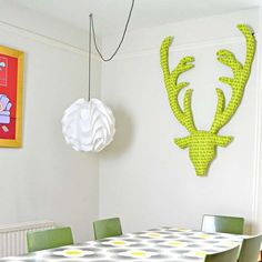 Easy tutorial to make great looking fabric stags head. Great all year round but also make a fantastic seasonal decoration.