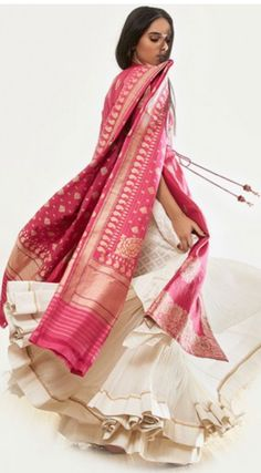 Dupatta for u ,! A twirl whilst wearing this 'banarasi' handwoven dupatta.perfect for that festive occasion; or a wedding too! Indian Look, Dress Indian Style, Indian Dresses, Indian Outfits, Indian Attire, Indian Wear, Ethnic Fashion, Asian Fashion, Trendy Fashion