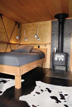 LOVE this bed with the shelf! ----->150108_EYE_Cabins09