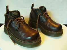 d2e4c7774aa DR MARTENS CHUNKY SOLED BOOTS SIZE  UK 6 COLOUR  BROWN - photos show a