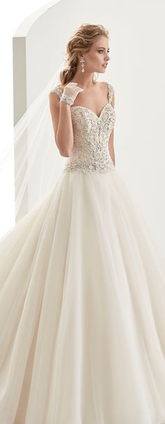 Jolies dark-ivory princess line dress, in tulle with beading. Jolies 2017 Collection