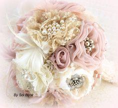 Broche Bouquet, marfil, champán, Blush, Dusty Rose, novia, nupcial, piedras preciosas, cristales, plumas, encaje, perlas, estilo Vintage