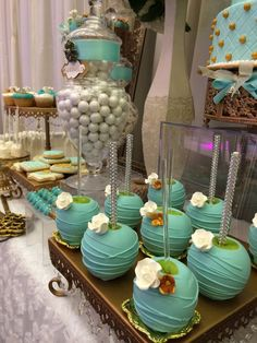 Some easy candy apples For show Chocolate Covered Apples, Chocolate Dipped, Caramel Apples, Blue Candy Apples, Gourmet Candy Apples, Candy Table, Candy Buffet, Dessert Table, Cakepops