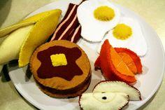 Игрушечная еда из фетра: яичница и бекон   Baby journal