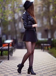 25 Winter College Outfits with Skirts - Blazers & Chic - . - 25 winter college outfits with skirt – blazer & chic – - Skirt Outfits, Fall Outfits, Casual Outfits, Cute Outfits, Black Outfits, Outfits With Skater Skirts, Night Outfits, Skater Skirt Outfit, Outfit Winter