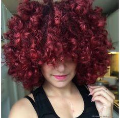 Resultado de imagem para cabelo cacheado colorido metade de uma cor e metade de outra