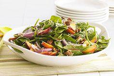 Cette salade est rehaussée par une combinaison de saveurs gagnante : pêche et framboise.