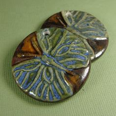 Beads of Clay Blog: Tuesday Tips - Using bisque molds to press pendant...