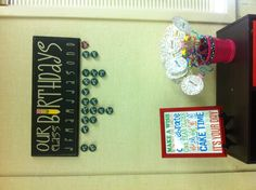 What a cute idea for birthdays in the classroom! Put the book covers in the frame in order of birthdays.