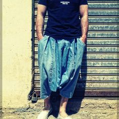 Nous sommes en fevrier 2011 les idées fuses. A limage, premier échantillon sarouel jeans...La marque et son logo ne sont pas encore nées.