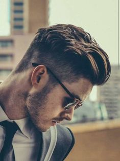 38 Best Hipster Hairstyles Men Should Try This Season 7 meilleures coiffures hipster que les hommes Hipster Hairstyles Men, Mens Hairstyles 2018, Undercut Hairstyles, Hairstyles Haircuts, Men Undercut, Mens Undercut Hairstyle, Fashion Hairstyles, Hairstyles With Beard, Mens Widows Peak Hairstyles