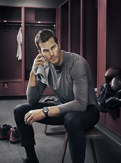 Following the official announcement of Tom Brady as a TAG Heuer brand ambassador, we get a more complete look at the football player's new campaign. Photographed by Guzman, Brady fronts advertisements for TAG Heuer's latest timepiece, the Carrera Calibre Heuer 01. The campaign images are accompanied by the hashtag #DontCrackUnderPressure. Further elaborating on the hashtag, …