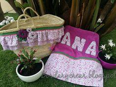 cesta y toallas para el verano