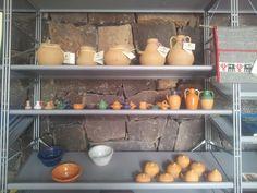ceramiche della Mogorese Daniela Atzei Bisaccia realizzata dalla Coop tessitrici Su Trobasciu di Mogoro
