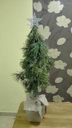 Lubicie Święta Bożego Narodzenia?  Ciekawa jestem, czy przyozdabiacie tylko swoje domy, czy także swoje miejsca pracy?  Ja lubię czuć magię ...