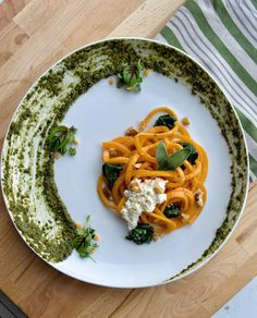 If you love pasta, but hate the empty calories, carbs, and—*gasp*—gluten, this easy recipe for Butternut Squash Bucatini (aka thick-cut butternut squash noodles) is about to change your Butternut Squash Pasta Sauce, Butternut Squash Noodle, Squash Noodles, Walnut Pesto, Lean Meals, Mediterranean Diet Recipes, Butter Recipe, Pasta Recipes, Top Recipes