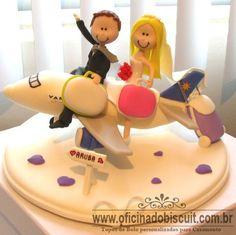 Topo de bolo de biscuit noivinhos personalizados no avião varig