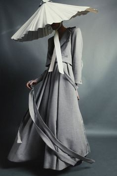 Gender-Free Sculptural Fashion by Alessandro Trincone Asian Fashion, Look Fashion, Fashion Art, Editorial Fashion, High Fashion, Fashion Design, Fashion Ideas, Korean Traditional Clothes, Style Haute Couture