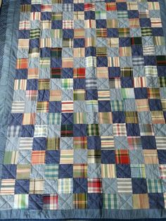 Idea for men's shirt quilt. Patterns plus blender – 2019 - Quilt Decor Man Quilt, Boy Quilts, Quilt Baby, Scrappy Quilts, Flannel Quilts, Plaid Quilt, Shirt Quilts, Blue Jean Quilts, Postage Stamp Quilt