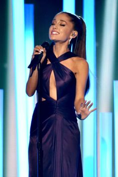 Ariana Grande singing at Grammys 2015 Ariana Grande Grammys, Ariana Grande Outfits, Ariana Grande Fotos, Purple Gowns, Purple Dress, Ariana Grande Performance, 57th Annual Grammy Awards, Versace Gown, Bae