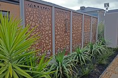 Stunning Bamboo Fence Decor Ideas You Can Add For Your Home - Home Design - lmolnar - Best Design and Decoration You Need Outdoor Entertaining Area, Decorative Screens, Fence Design, Front Garden, Fence Decor, Outdoor Screens, Metal Garden Screens, Privacy Screen Outdoor, Decorative Screens Outdoor