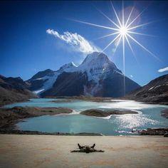 More Mount Robson magic. The Hargreaves Lake rock slabs - ultimate alpine sunbathing spot. #canadiancreatives #explorebc #mountaincultureelevated #mountrobson #alalamiya #artsyheaven #awesomeearth #bcparks #beautifuldestinations #canon_photos #dream_image #epic_shotz #exploringtheglobe #fantastic_earth #huffpostcanada #ic_landscapes #master_shots #mountainworld #NatGeoLandscape #ourplanetdaily #splendid_shots #sublimewilderness #warrenjc #wilderness #zizka