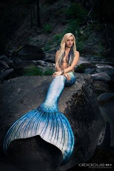 mermaidiona:  Photo of Katie Scott Art, photo by Abacus Photography, tail by Merbella Studios.
