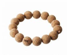 Det enkle er ofte det beste... Vi elsker hvordan noe så enkelt som kork-baller danner dette smarte og fine gryteunderlaget fra FermLIVING. ... str: diamter 17 cm (hver ball 3 cm)... materiale: kork
