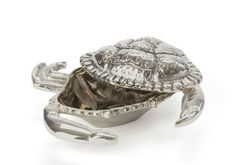 Sold in a set of two, these charming polished Crab shaped butter dishes will only add a more special touch to your dinner party at the beach.