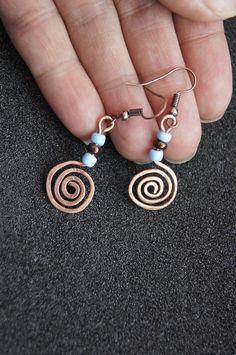 Copper Spiral earrings in boho style Wire wrap Primitive earrings Copper swirl Artisan simple earrings Tribal jewelry - DIY - Schmuck Diy Earrings Dangle, Hanging Earrings, Wire Wrapped Earrings, Simple Earrings, Copper Earrings, Copper Jewelry, Earrings Handmade, Handmade Jewelry, Recycled Jewelry