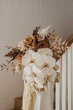 Here's how to achieve the modern elegance of a trend-setting Australian wedding - 100 Layer Cake Boho Wedding, Floral Wedding, Fall Wedding, Wedding Colors, Rustic Wedding, Dream Wedding, Champagne Wedding Flowers, Earth Tone Wedding, Bride Bouquets