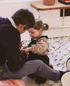 Cute Family, Baby Family, Family Goals, Father And Baby, Dad Baby, Cute Baby Girl Images, Cute Baby Pictures, Cute Little Baby, Baby Love