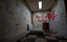 East LA abandoned Hospital, Photo by Ransom Riggs // (Linda Vista? Abandoned Asylums, Abandoned Buildings, Abandoned Places, Abandoned Castles, Creepy Images, Creepy Photos, Anime Hospital, Mental Asylum, The End Is Near