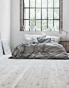 Cama en suelo de madera #hogarhabitissimo #Rustic