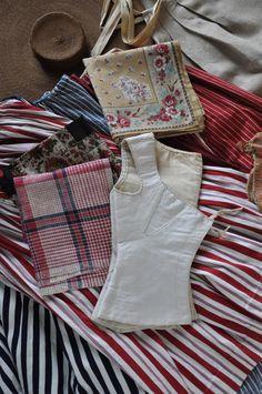 Pièces de costume de paysanne, Provence XIX siècle. FRAGONARD PARFUMEUR
