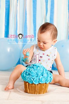 Balloons and streamers make a super-easy backdrop for a cake smash.