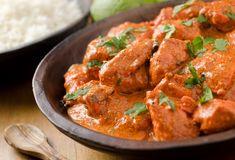 Nu stii ce sa mai prepari la cina? Incearca un pui indian, in sos de rosii delicios, cu unt si usturoi! Iese atat de cremos, incat nu vei iubi puiul, cat vei adora sosul!