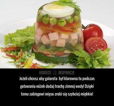 Jeżeli chcesz aby galareta był klarowna to podczas gotowania nóżek dodaj trochę zimnej wody! Dzięki temu zabiegowi mięso zrobi się ...