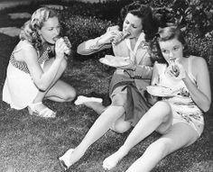 Bonita Granville, Helen Parish & Judy Garland eating hot dogs
