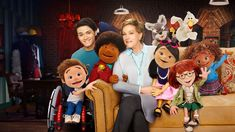 Adorable puppets stage their own musical under the watchful eye of mentor Julie Andrews in this original kids' series from the Jim Henson Company.