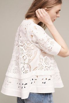 Take a look at 14 cute summer outfit with eyelet tops in the photos below and get ideas for your own amazing outfits! really cute outfit – eyelet top with white pants Image source Fashion Mode, Fashion Outfits, Womens Fashion, Cute Summer Outfits, Casual Outfits, Lingerie Look, Swing Top, Mode Top, Eyelet Top