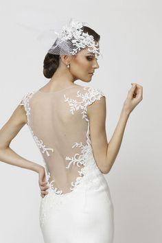 Lace dress back. Wow. Arvydas Videika. / Espalda del vestido de novia / parte trasera del vestido de novia / boda