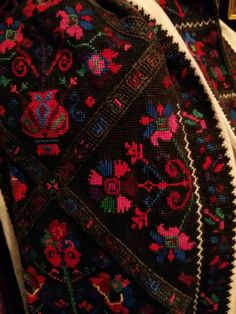 Polish Embroidery, Embroidery Patterns, Moldova, Ethnic Fashion, Romania, Alexander Mcqueen Scarf, Ukraine, Costumes, Facebook