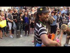 Барселона, уличный музыкант заразил всех бешеным позитивом.Отрыв на улице. - YouTube
